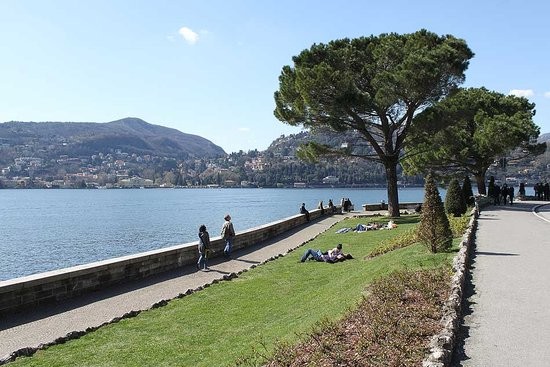 Como, Italië: Park by the lake