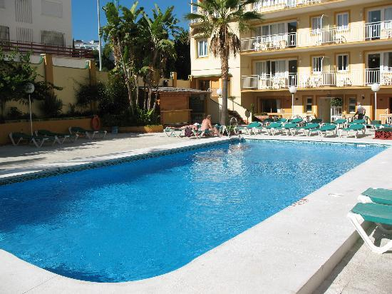 Ecuador Park Apartments : swimming pool in day 