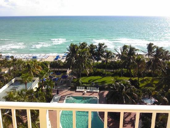 Four Points by Sheraton Miami Beach: View from Room