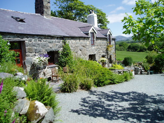 Tyddyn Iolyn Farmhouse