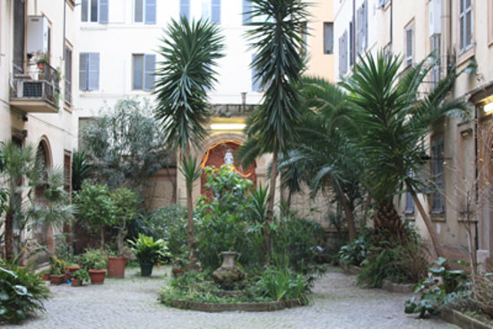 Hotel Malu': Internal  courtyard