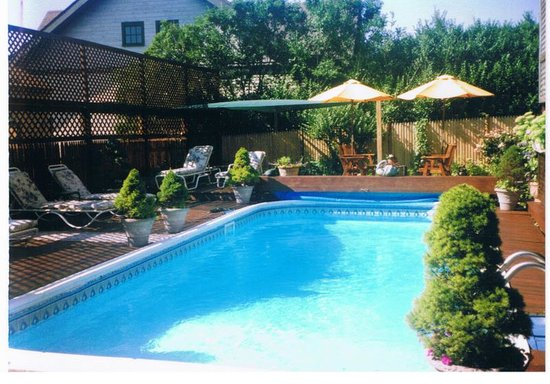 1 Murray House Bed & Breakfast: Heated swimming pool