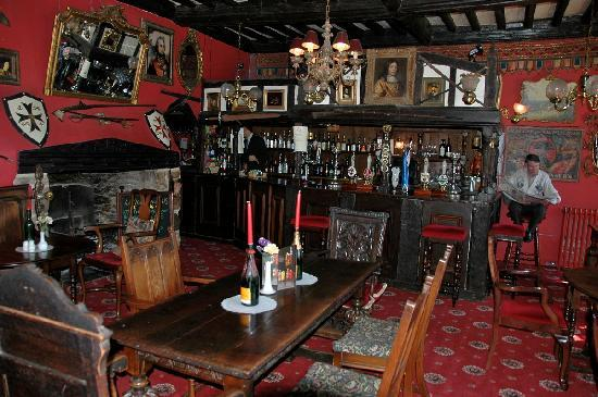 Churston Ferrers, UK: The main bar.