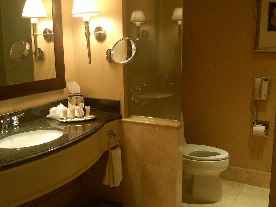 very clean bathroom picture of intercontinental hotel cleveland