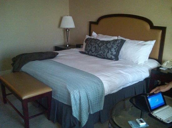 InterContinental Hotel Cleveland: Very comfortable bed and nice bedding