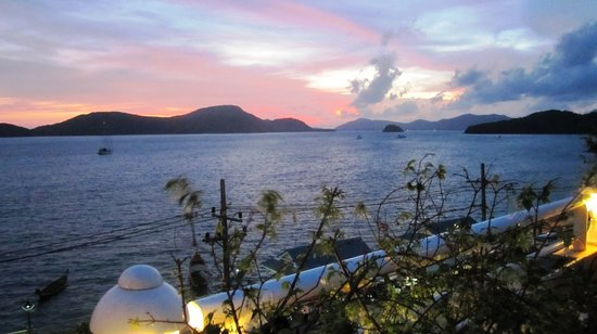Cape Panwa, Thailand: Sundown at roof swimming pool