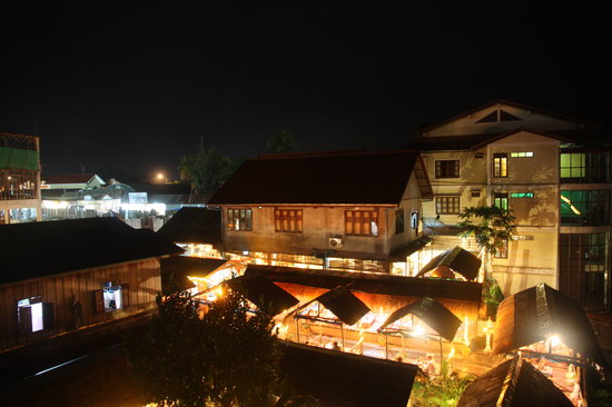 Domon Guesthouse: night view