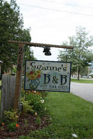 Suzanne's B&B: The sign