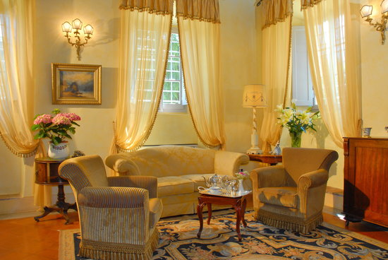 Villa di Piazzano: the piano room