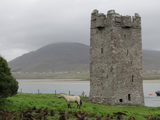 Westport, Irlande : Grace O'Malley's War Castle, Achill Island