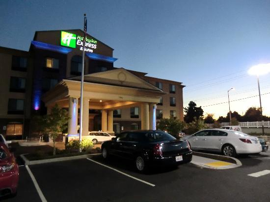 Holiday Inn Express Hotel &amp; Suites Vancouver Portland North: Hotel in der Abenddmmerung