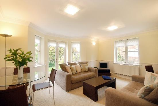 Clarendon Serviced Apartments - Manning Place: Manning Place - typical lounge/dining area