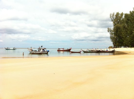 Nai Yang, Thailand: plage publique  3 min de l&#39;hotel