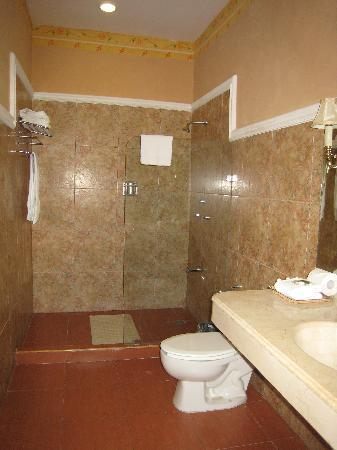 Hotel Casa Lucia: Bathroom