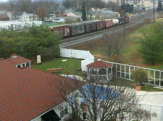 The Suites at Hershey: Proximity of train line to our room