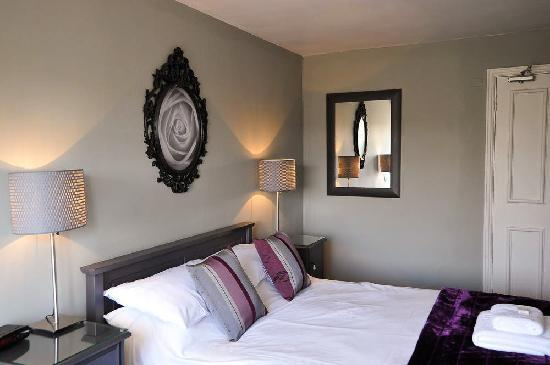 Charlbury, UK: newly refurbished room in annex