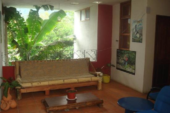 Bio Hostal Mindo Cloud Forest: Find peace and quiet in our common area.