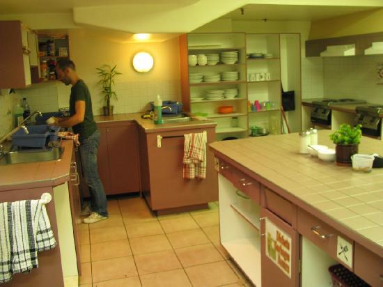 montreal hostel  reviews