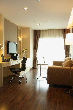 V Residence Hotel and Serviced Apartment: That's the Best place I have found.