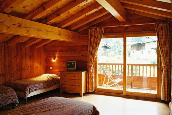 Ski Breezy - Chalet D'Ile: Quad room with South facing balcony