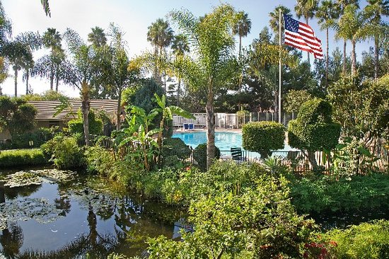Ramada Limited Santa Barbara: Lush gardens &amp; lagoon