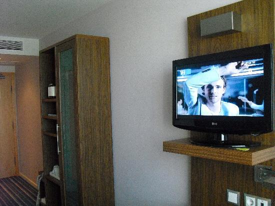 Holiday Inn Express Lisbon Airport: tv