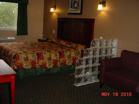 Rodeway Inn & Suites Pasadena: TYPICAL ROOM
