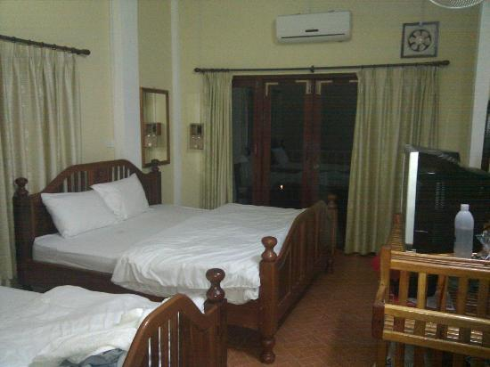 Room picture of domon guesthouse vang vieng tripadvisor for Domon plan b