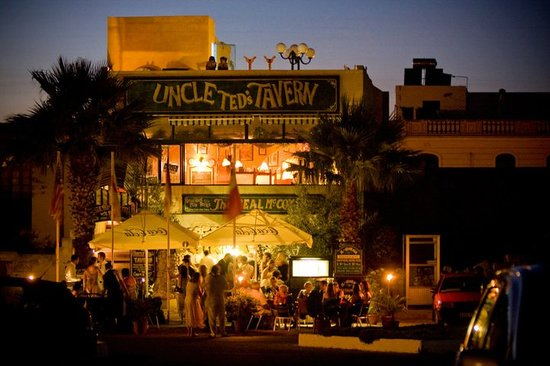 Sannat, Malta: Uncle Ted's Tavern over Il-Girna Restaurant