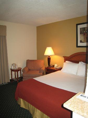 Holiday Inn Express Beloit: Small room