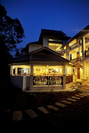 Suria Hill Country House