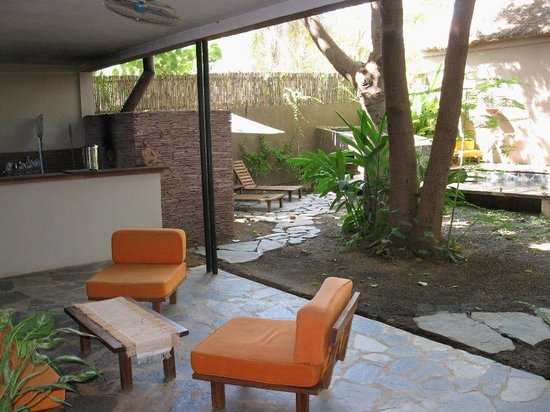 Comme Chez Soi: The patio seating area