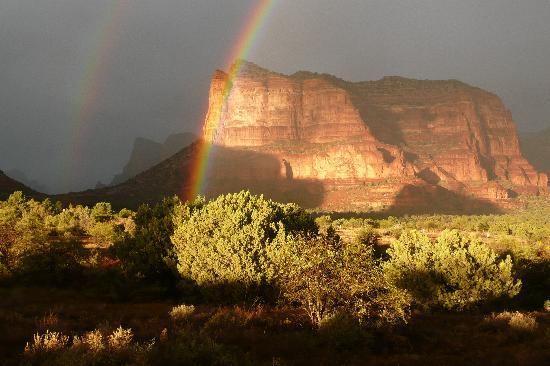 Canyon Villa Bed and Breakfast Inn of Sedona: double rainbow sunset photgraphed from room