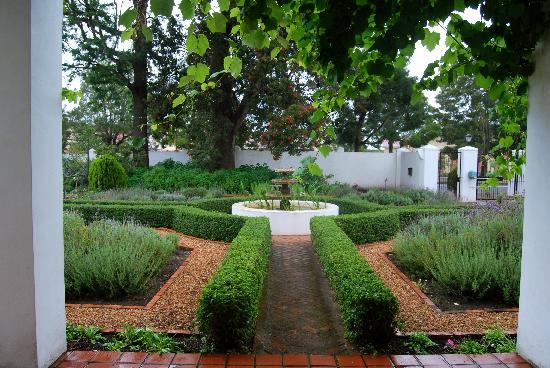 Fairview Historic Homestead: Stunning gardens