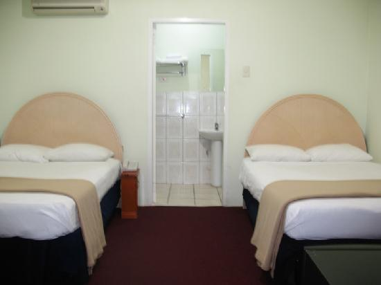 Airport Suites Hotel: Double Room Two Beds