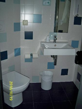 Sidorme Girona: Bathroom