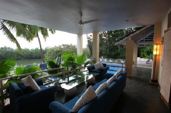 Casa Colvale : One of the many lounge areas 