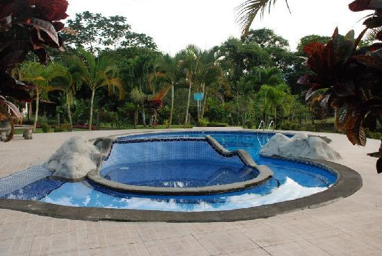 Hotel Gran Arenal: The pool