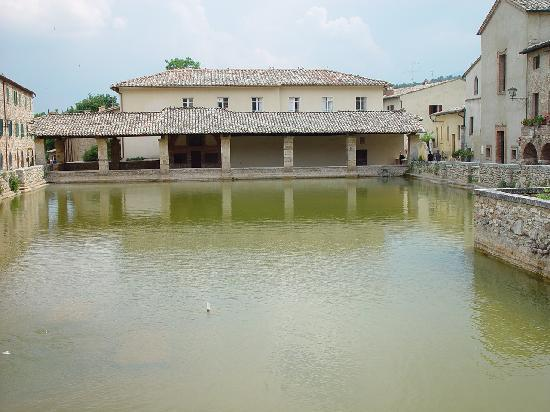 Out of the way hot springs - Bagno Vignoni, Italy Traveller Reviews - TripAdv...
