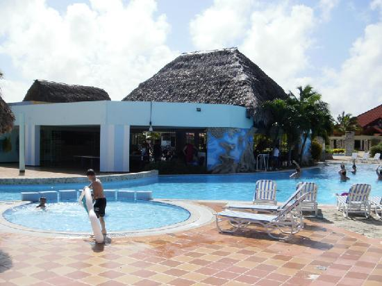 Pool was clean and fun picture of cayo coco jardines for Hotel meuble gorret