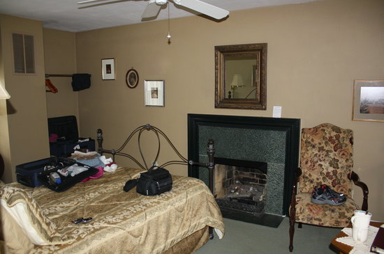 Stoneridge Bed and Breakfast: Suite with Jacuzzi tub