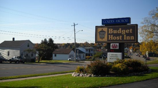 Budget Host Inn &amp; Suites: St. Ignace Budget Host