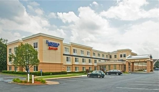 Fairfield Inn & Suites by Marriott at Hartford Airport: Hotel Exterior
