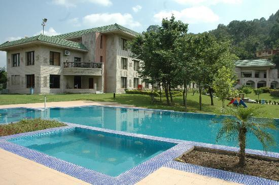 Country Inn & Suites By Carlson, Vaishno Devi, Katra: Facade-pool side