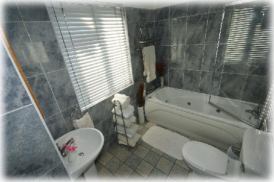 Greenmount B&B: BATHROOM