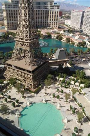Paris hotel las vegas pool reviews for Paris hotel pool