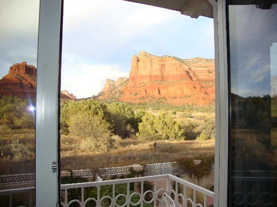 Canyon Villa Bed and Breakfast Inn of Sedona: View from balcony of Strawberry Catus Room