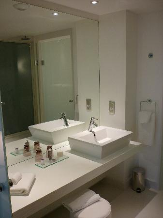 Hotel Barriere Lille: Salle de Bain
