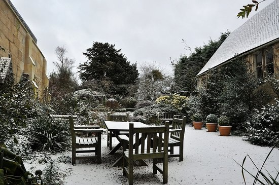 Painswick, UK: Garden covered by snow