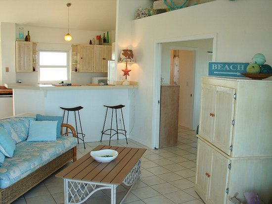 Blue Horizon Resort: Whale Watch - Living/Kitchen